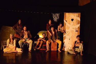 Szárnyat igéz – Az Üvegtemplom (Soltis Lajos Színház)